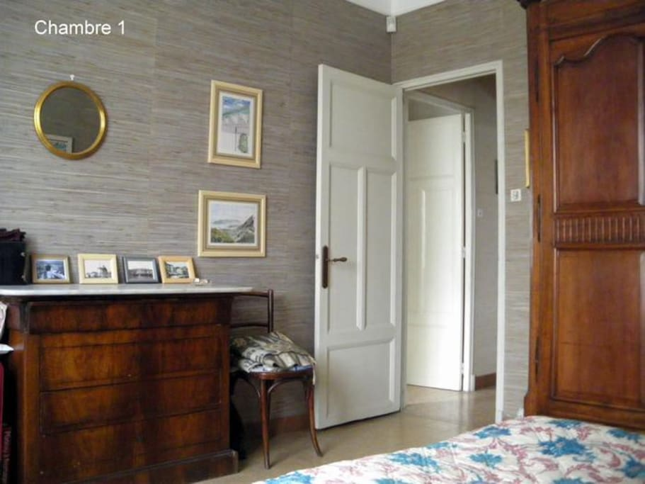 Chambre 1/room 1  on the east