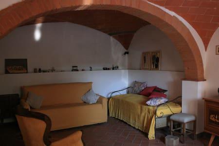 Bianca Artemisia - casa nel borgo - Farnetella