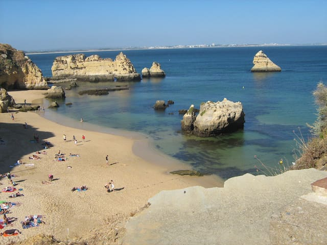 Praia Dona Ana 7 min walking distance