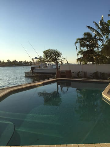 Cozy waterfront house 4 bedrooms - North Bay Village - Dom