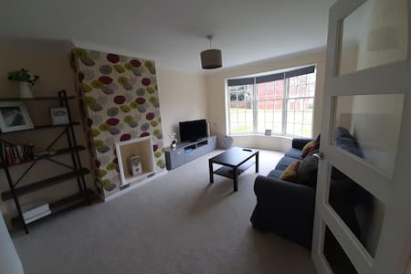 Peaceful and Charming retreat 2 bed house in Meads