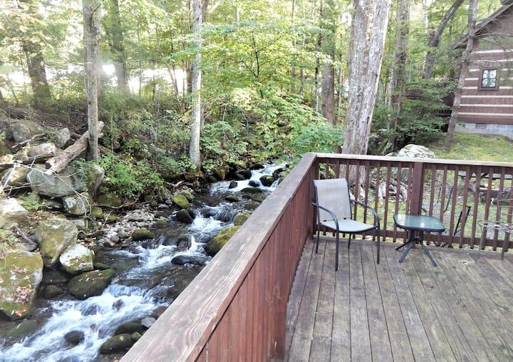Cozy Creek Cabin Near Downtown Gatlinburg