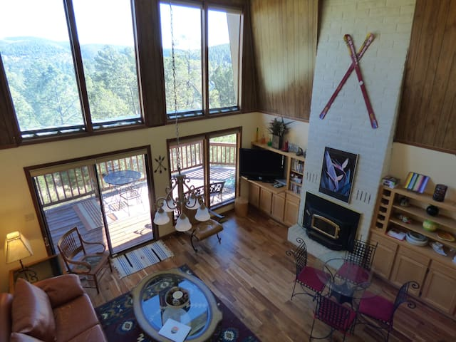 Adorable Cabin with Sunrise Mountain Views 3/2