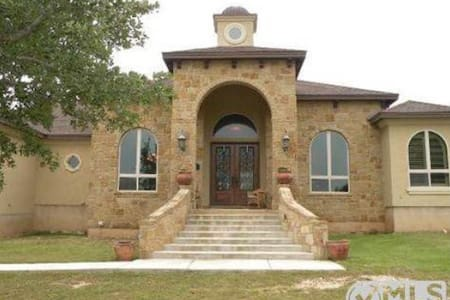 WINTER TEXAN'S HILL COUNTRY VILLA ! - Spring Branch