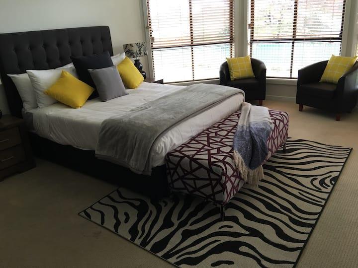 Macquarie Lodge Mudgee large 3 bedrm 2 bath house