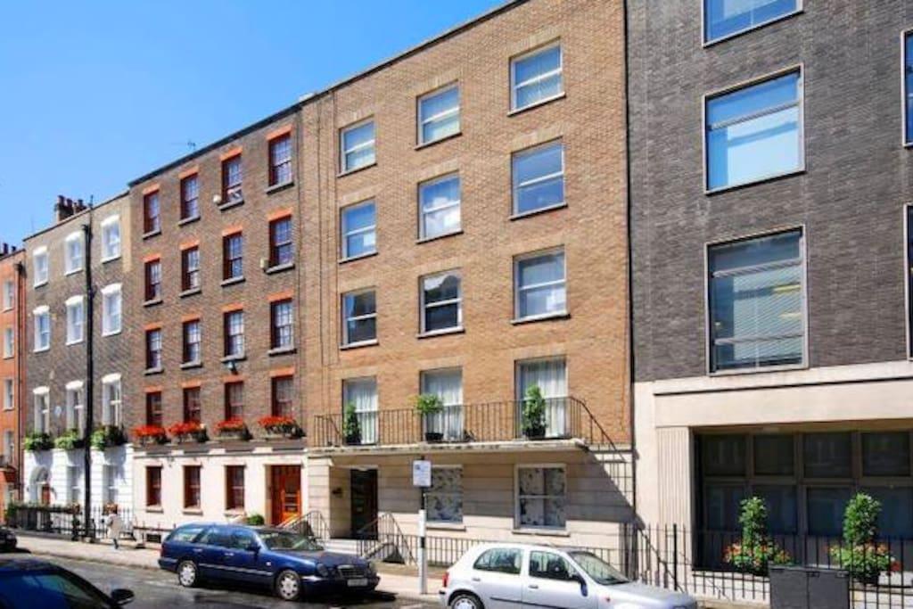 Apartment on Raised Ground floor