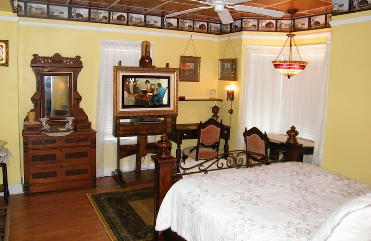 Yellow Room at Book Nook Inn