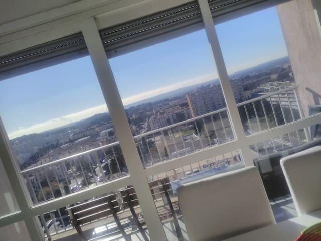 App T3 au 11ème vu magnifique salon de provence
