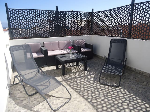 Central Apartment Nuevo Loft Vistas Close to Beach with Beautiful Rooftop Terrace & Wi-Fi