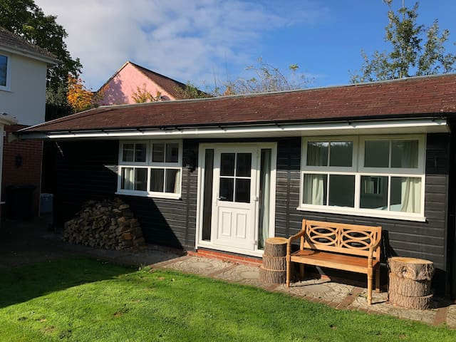 Spacious detached annexe accommodating up to three
