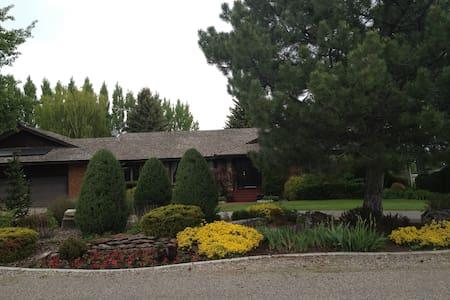 Reed Home2 - Yellowstone Park, BYUI - Rexburg