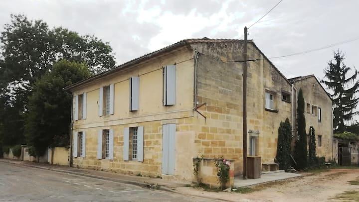 Appartement dans maison entre vignes et Garonne