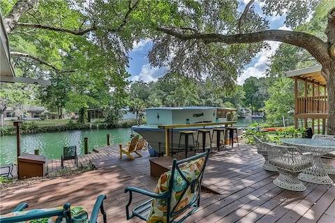 Welcome to the Weeki Wachee River Boathouse