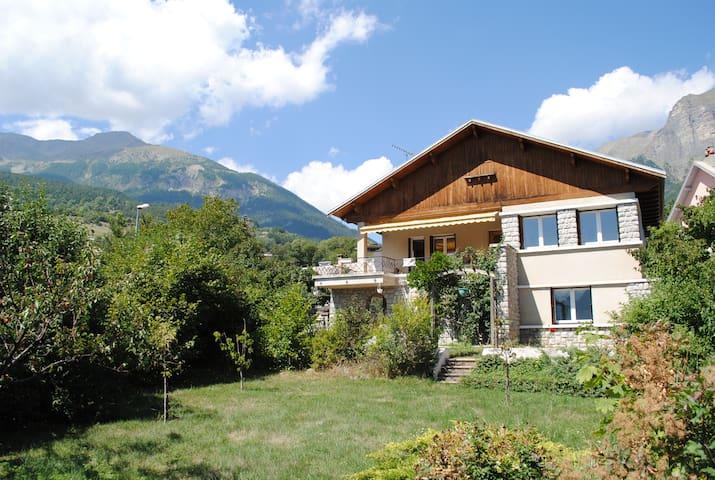 Appartement Type 3 en Chalet Montagnard - Châteauroux-les-Alpes