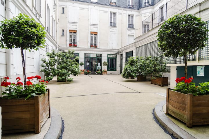 Spacious Parisian flat in historical latin quarter
