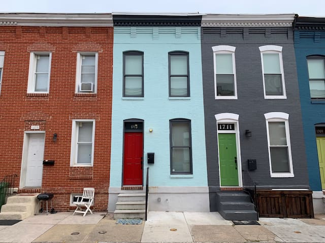 Adorable Modern Rowhome in Historic Station North