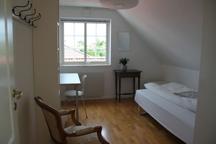 Bright private room, close to the beach