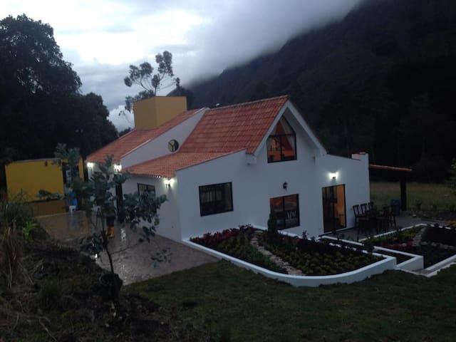 LA POSADA DE MELCO Hermosa cabaña.