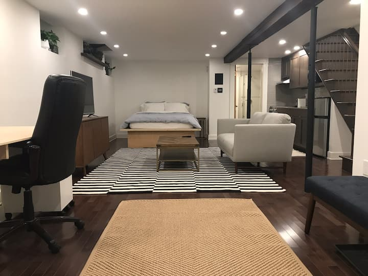 Cozy and clean studio in the heart of downtown