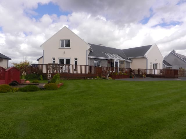 Oranmore, Co.Galway Bed & Breakfast - Tonroe - Aamiaismajoitus