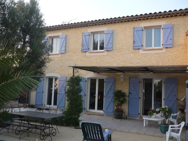 Sunny House in Provence - Saint-Mitre-les-Remparts