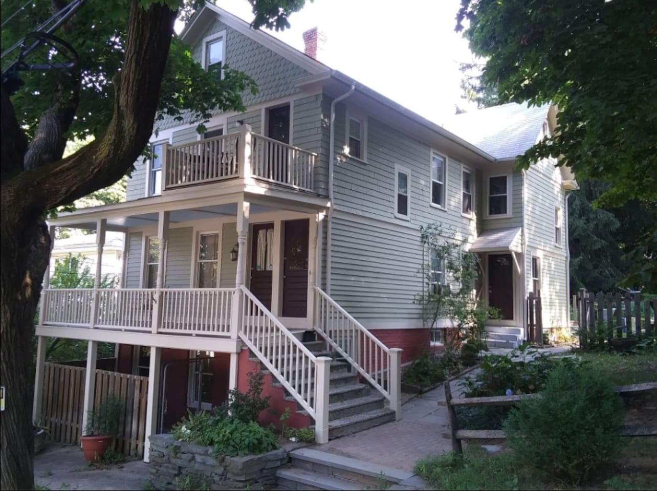 Classic oysterman's house in quaint maritime neighborhood minutes from Yale and downtown.