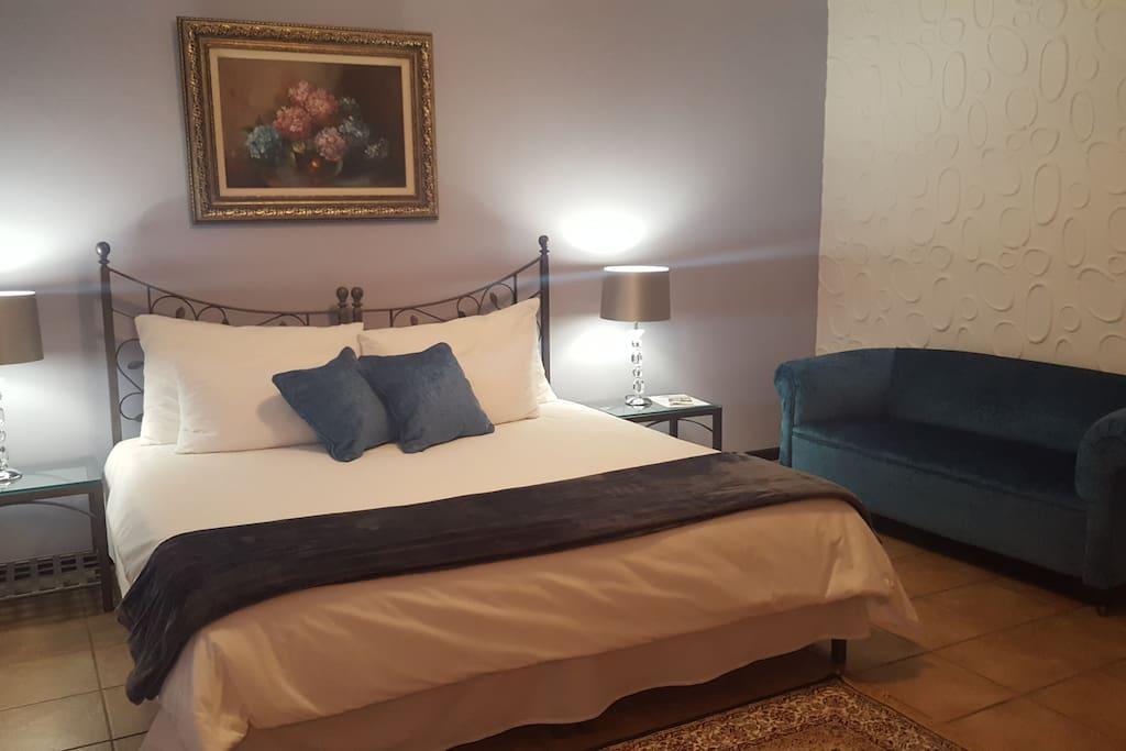 Bedroom 2/  Hydrangea Room