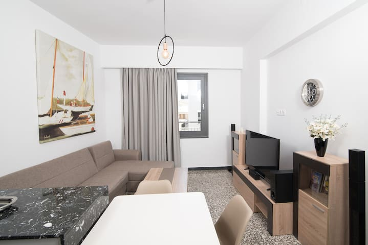 Downtown Sunny Apartment A/C + WiFi c5