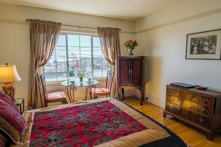 Vibrant Master Bedroom/Private Bathroom + Parking - San Francisco - House