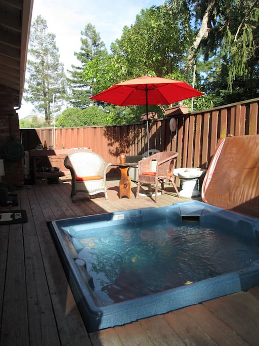 Hottub and Enclosed Side Deck