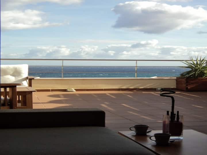 Ático con piscina y wifi, vistas al mar de frente