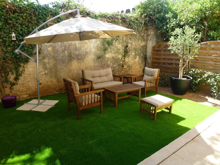 Charmant 2 pi ces centre ville jardin terrasse appartements louer montpellier - Terrasse et jardin en ville montpellier ...