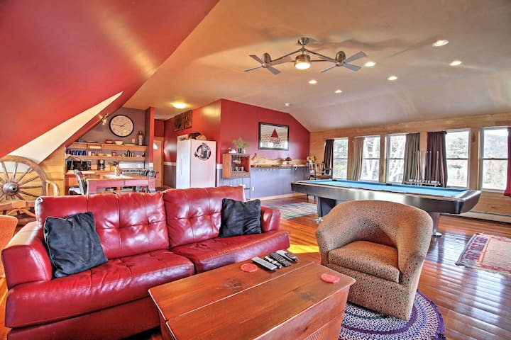 Romantic/Relaxing 1BR Lakes Region Chalet w/Views! - Hill - Huis