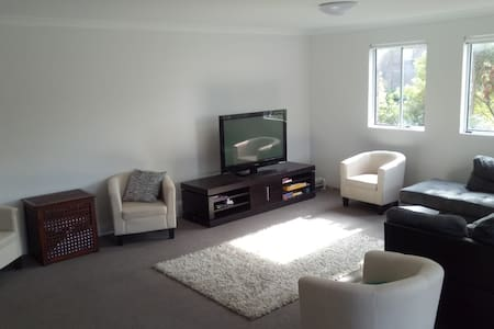 1 Bed in Ensuite Shared Room near Shops and Beach