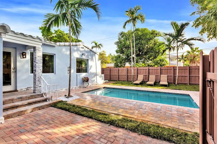 HOME w/PRIVATE POOL: 2 BED/1 BATH- VICTORIA PARK, FLL