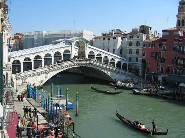 View of Rialto Bridge and Grand Canal - Venedik - Daire