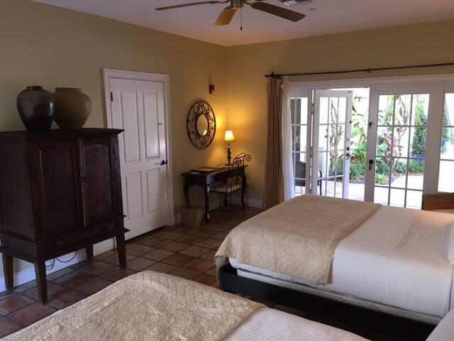 Bougainvillea Room - Grandview Gardens Bed & Breakfast