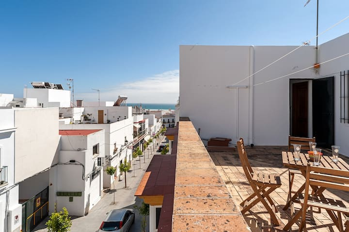 Central Apartment Close to Beach with Balcony, Terrace and Wi-Fi