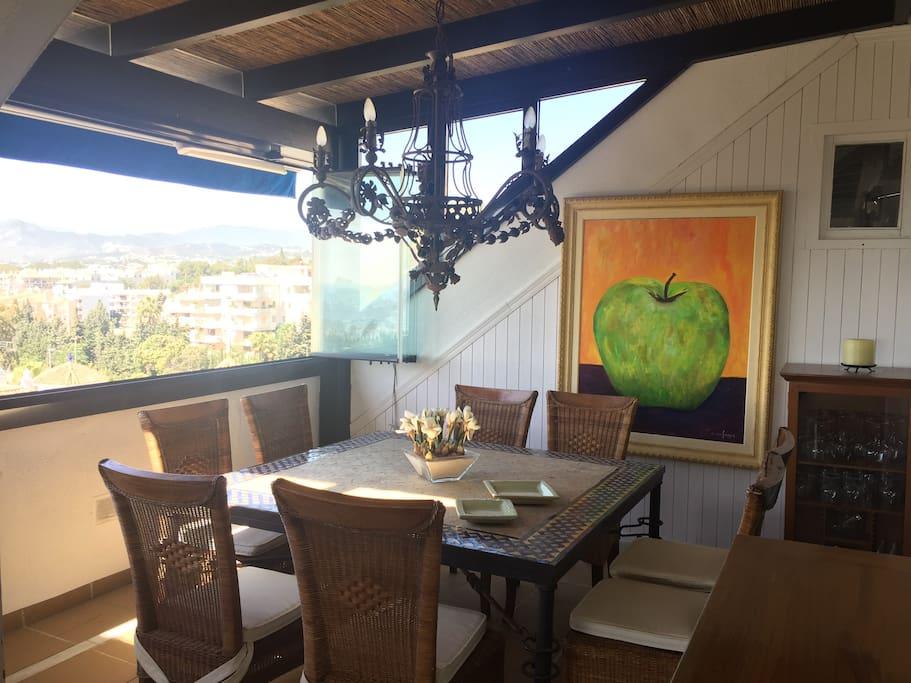 Dinning table in The main terrace // mesa para comer en la terraza principal