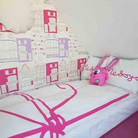 Спальня N2, здесь находится две полноценные кровати размером 1,90*1м
