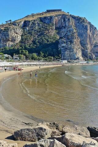Monte Giove e La Spiaggetta di Levante dista 50 mt dalla casa