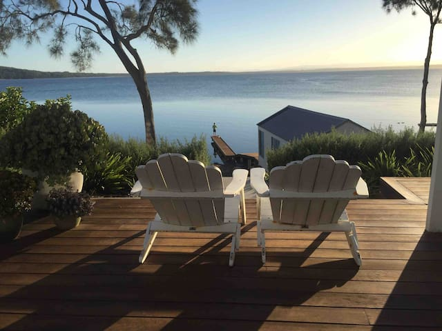 Absolute Waterfront Beach House (Jervis Bay)