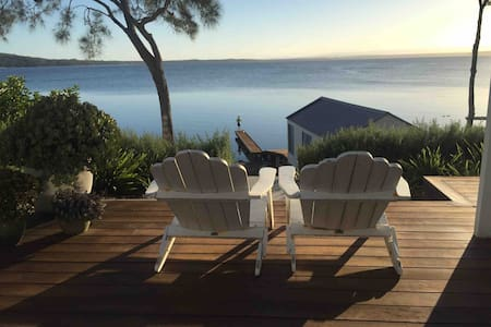 Waterfront Beach House with Jetty (Jervis Bay)