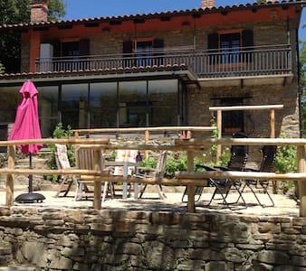 Prachtig gelegen Piemontees huis, 2 appartementen - Bossolasco