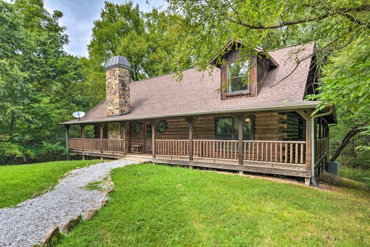 NEW! Secluded Cabin Hideaway w/ Fire Pit & Deck!