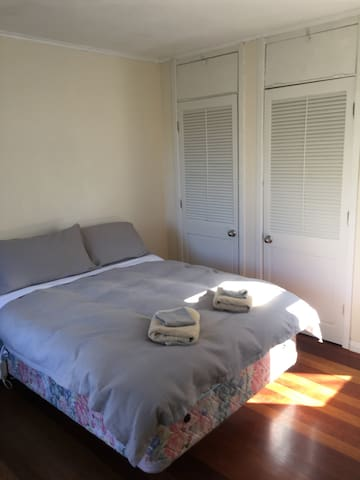 Spacious room in a quiet suburb - Wellington - House