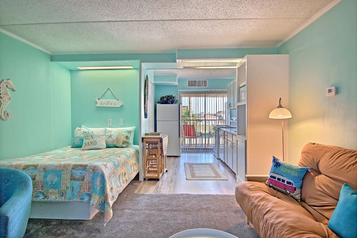 NEW! Dog-friendly! Studio by water w/pool! 1/2 mi. to Schlitterbahn Riverpark