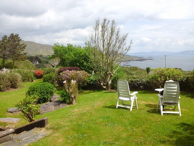 Ring of Kerry-Family holiday- views of Kenmare Bay - Caherdaniel - Rumah