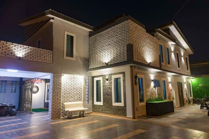 Leisure Boutique Villa @ Bercham [21 Pax]