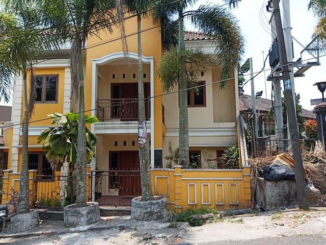 Villa Tretes - Dekat dengan Air Terjun Kakek Bodo